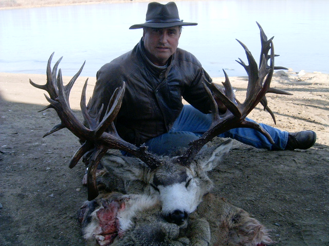 World Record Mule Deer http://www.bogley.com/forum/showthread.php?19467-Possible-world-record-Mule-Deer