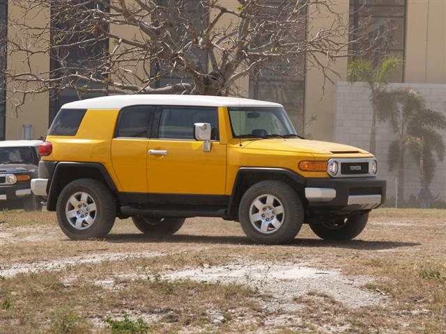 jeep wrangler rubicon vs toyota fj cruiser. Black Bedroom Furniture Sets. Home Design Ideas