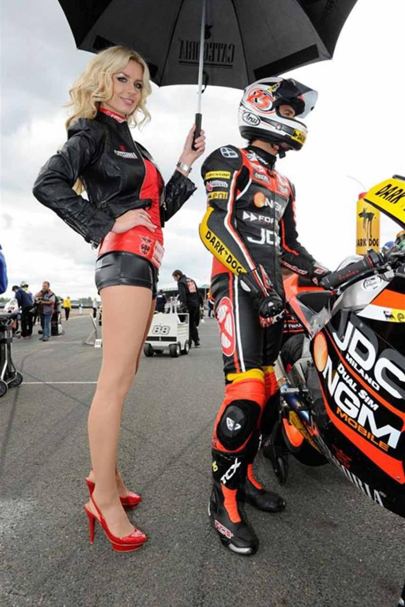 Name:  ngm_forward_racing_umbrella_girls_le_mans_motogp_2011.jpg