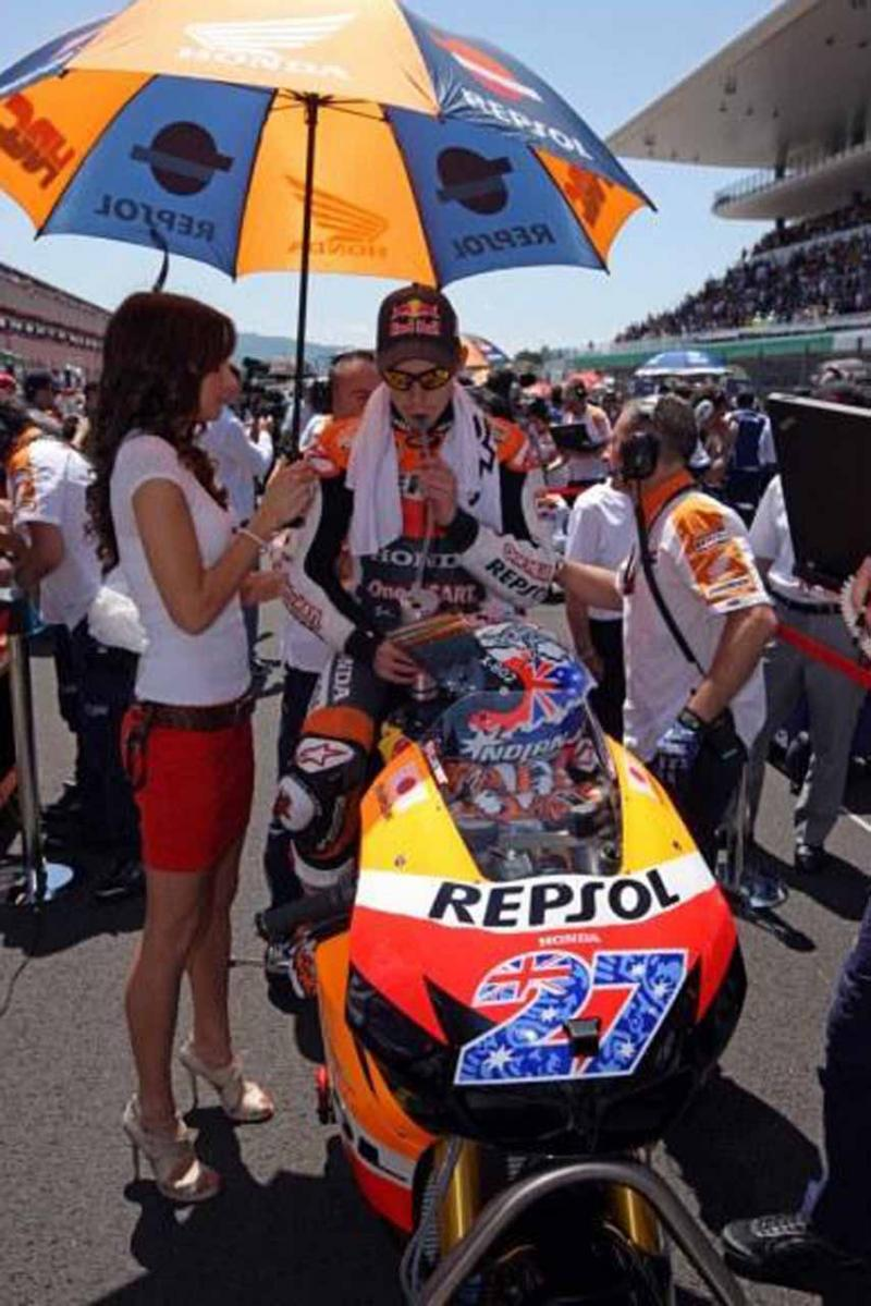 Name:  honda-repsol-umbrella-girl-mugello-motogp-2011-1007.jpg